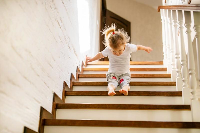 Treppenschutzgitter oben oder unten an treppe anbauen